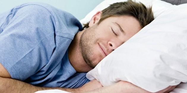 Los inteligentes tardan más en dormir y prefieren la noche, según estudio.