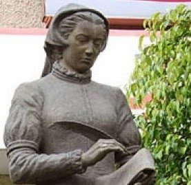 Catalina Bustamante. La primera maestra de América